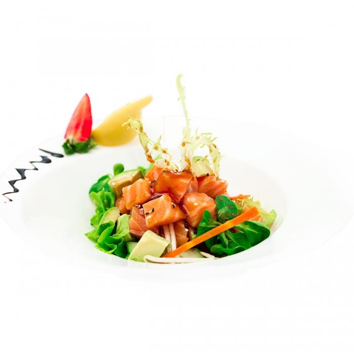Grande salade de tartare de saumon