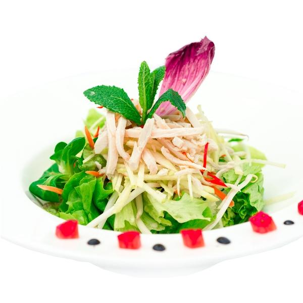 Grande salade de poulet et fruits
