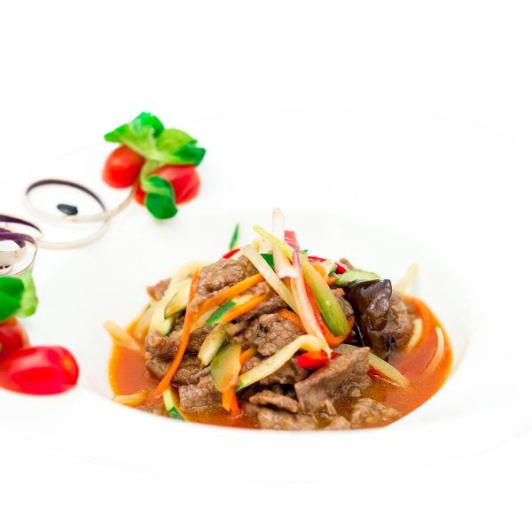 Bœuf sauté à la coréenne aux lamelles de légumes